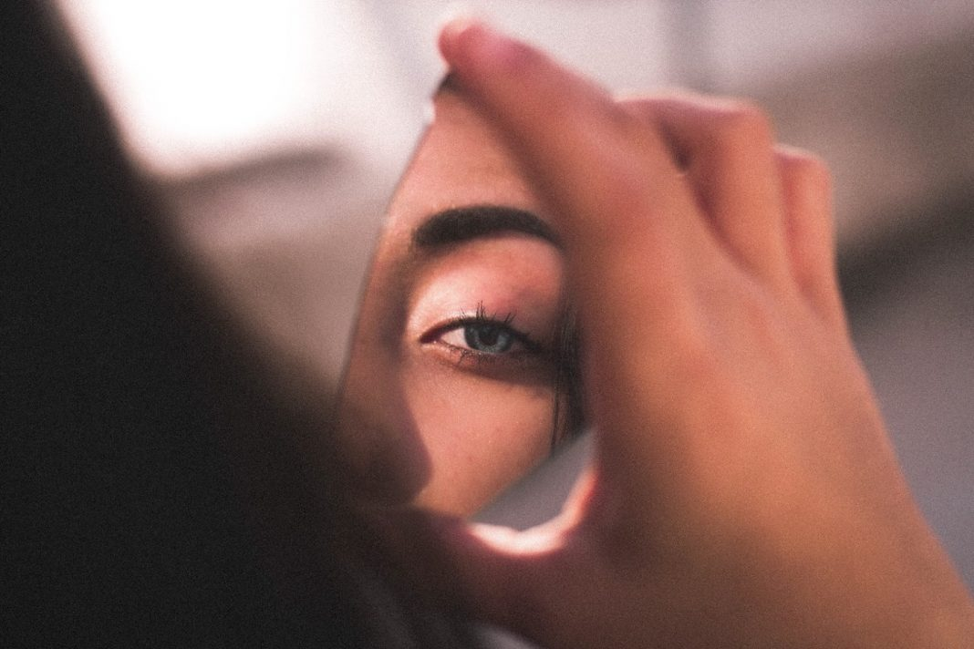 5 Eyebrow Blunders That Make You Look Older (And How To Fix Them)