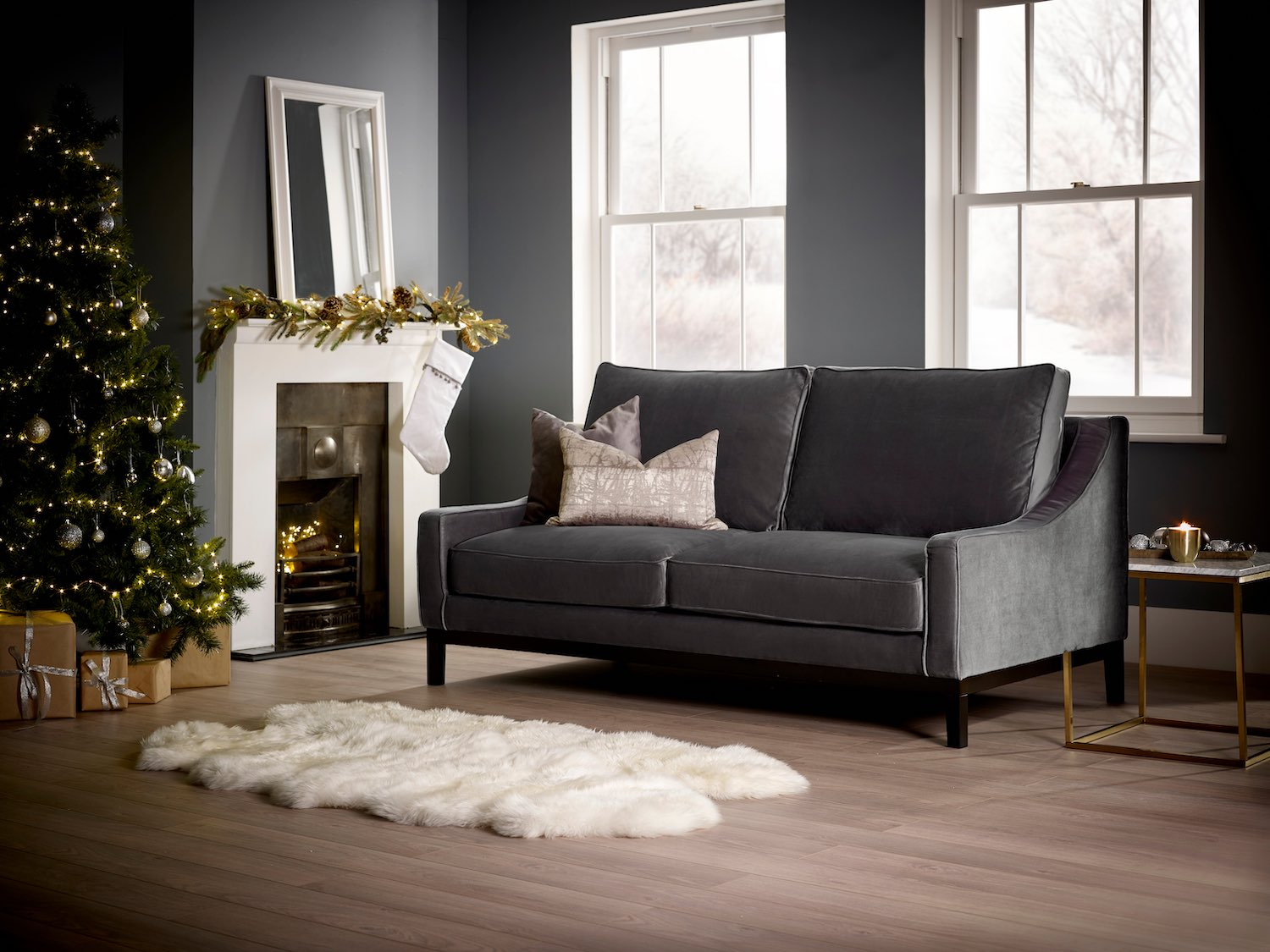Living it Up has a selection of stunning sofas decorated perfectly with a Christmas theme, showing you how you can update your home Christmas with just a few easy touches.